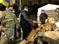 Ляшко вместе с однопартийцами разбирал дрова под Кабмином