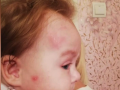 В Николаеве мужчина с младенцем на руках провалился в канализацию