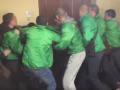 Недовольные киевляне подрались с охраной Киевсовета