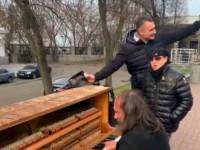 В центре Киева лидер Scorpions спел под аккомпанемент уличного пианиста