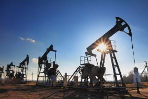 Нефть в среду медленно теряет в цене