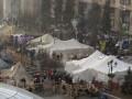 На Майдане начался молебен