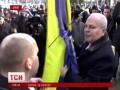 Мэр Керчи защитил украинский флаг от пророссийских активистов