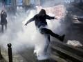 Протесты в Париже: полиция применила газ в ответ на атаки