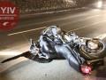 В Киеве мотоцикл пытался проскочить между авто, есть пострадавшие