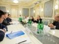Олбрайт: Украине нужно дать оружие
