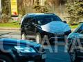 По Киеву разъезжает оригинальный автомобиль в защитной маске