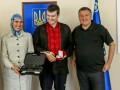 Аваков вручил Окуевой новый пистолет