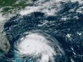 Появились видео урагана на Багамских островах