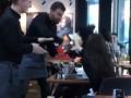 В Киеве официант престижного ресторана ткнул тортом в лицо посетительнице