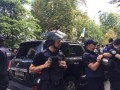 Протестующие под Радой разбили авто депутата