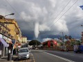 Необычный водяной смерч в Италии засняли на видео