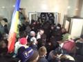 Протесты в Молдове: Полиция покидает здание парламента