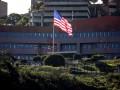 Дипломаты США покинули посольство в Каракасе