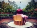 Сладкий Киев: В столице открыли памятник пирожному