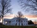 Посторонний пытался заехать в Белый дом на авто