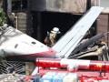 В Токио самолет упал на жилые дома, трое погибших