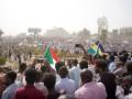 В Судане объявили об отставке президента и ввели режим ЧП