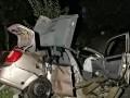 Под Киевом в ДТП погибли парень и девушка, еще трое пострадали