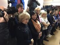 В Москве начались суды: Родные встречают моряков аплодисментами