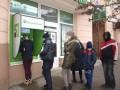 Украинцев призывают не паниковать из-за ПриватБанка