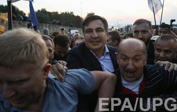 Михаил Саакашвили прорывается через границу
