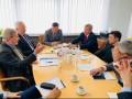 Зеленский заверил еврокомиссара, что победит коррупцию