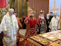 Филарет пришел на литургию к Епифанию