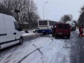Рейсовый автобус влетел во двор дома в Винницкой области