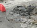 В Киеве на дороге просел асфальт: машины и трамваи остановились