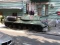 В Киев пригнали танк, который боевики сняли с постамента на Донбассе