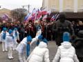 В Крыму детей заставили кланяться памятнику оккупанту