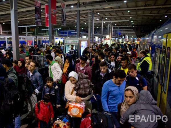 За день в Австрию прибыли около 10 тыс мигрантов