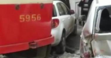 Трамвай раздавил автомобили в центре Киева