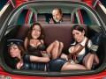 Индийцы негодуют из-за рекламы Ford с Берлускони и связанными женщинами