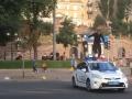 Пробежался по патрульному авто: на Хрещатике задержали хулигана