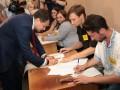 Как голосуют известные украинцы на выборах в Раду-2019: Фото