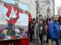 В Нью-Йорке перед храмом выставили распятого Санта-Клауса