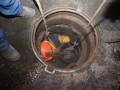 В Киеве на Подоле коммунальщики достали около двух тонн жира из канализации