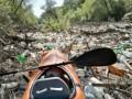 Кучу мусора несет по реке из Украины в Венгрию и Словакию