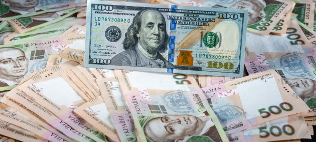 Валюта в обменниках перед выходными подешевела