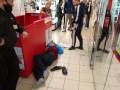 В Запорожье вор пытался обокрасть магазин и ударил молотком сотрудницу