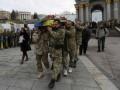 По Майдану пронесли гробы с бойцами