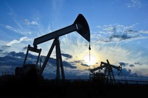Нефть дорожает на новостях о сокращении добычи