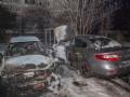 В Днепре перед многоэтажкой сгорели два авто
