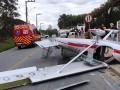 В Бразилии легкий самолет упал на улицу