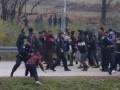 В Боснии мигранты штурмуют границу, есть пострадавшие