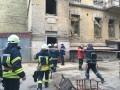 В центре Киева обвалилось здание, под завалами люди
