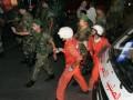 Ливанские спасатели эвакуируют жителей из пограничного с Сирией города