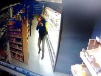 Мужчина уронил трехлетнюю девочку в супермаркете и не вызвал врачей
